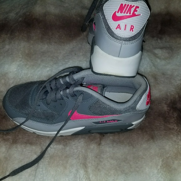 Nike air max youth 6.5 fit like woman's 8